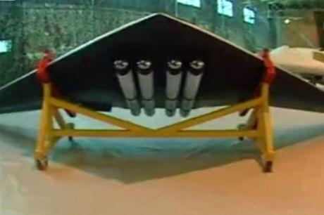 Iran trinh lang UAV nem bom, nghi 'nhai' cua My - Anh 1
