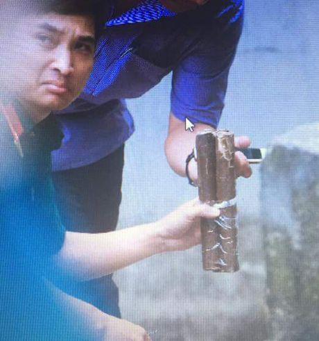 Mot vat nghi la min duoc dat tai pho Nguyen Khoai, nhieu nguoi hoang hot - Anh 1