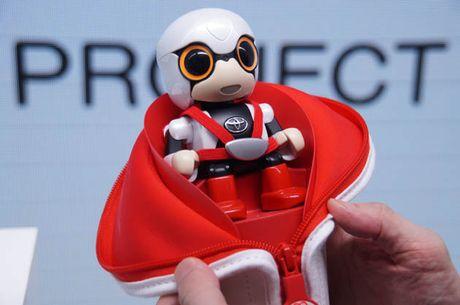 Toyota gioi thieu robot cho nguoi co don - Anh 1
