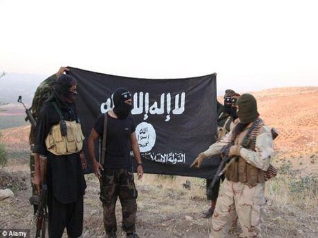 Kich no nham ao danh bom, 16 phien quan IS bo mang - Anh 1