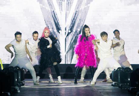 Nhung bo canh long lay cua Dong Nhi trong 'It's showtime' - Anh 3
