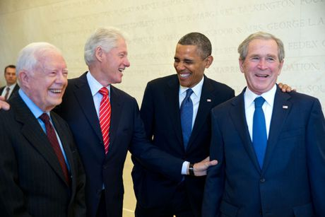Nhung khoanh khac hau truong cua Obama suot 8 nam qua - Anh 8