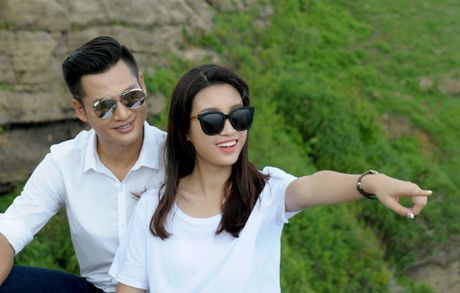 Hoa hau Do My Linh dong canh tinh tu voi Duc Tuan o Ly Son - Anh 2