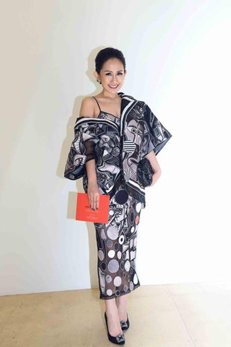 Tram Nguyen hoi ngo hai chan dai Viet o Paris Fashion Week - Anh 11