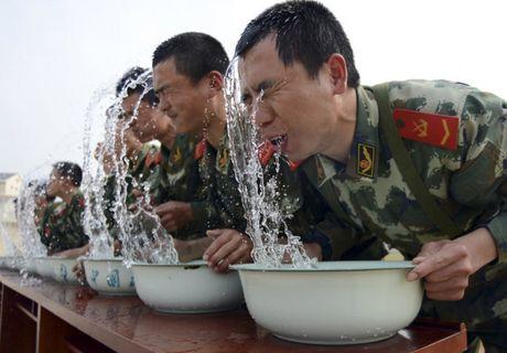 Can canh nhung bai huan luyen binh si khac nghiet nhat the gioi - Anh 12