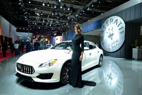 Me man dan chan dai ben xe moi tai 2016 Paris Motor Show - Anh 6