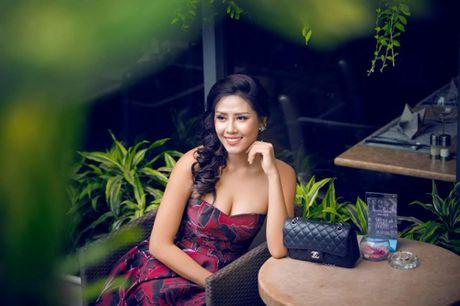 Nguyen Thi Loan: 'Khong buon vi bi noi nghien thi hoa hau' - Anh 1
