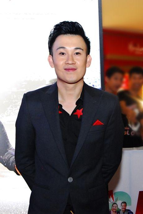 Chan khoe noi y, Ngoc Trinh 'hoa' gai ngoan dien ao dai duyen dang - Anh 10