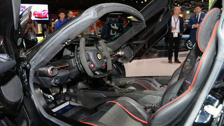 Sieu xe Ferrari LaFerrari Aperta gia 58,4 ty dong chay hang - Anh 9