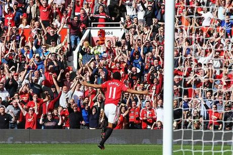 Mourinho 'xan tay' giup Martial vuot qua khung hoang tinh than - Anh 1