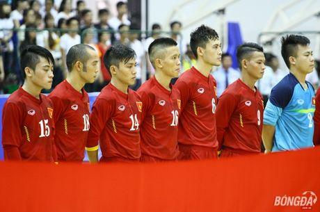 Bau Tu cho nhung nguoi hung futsal Viet Nam di thay doi khong khi - Anh 1