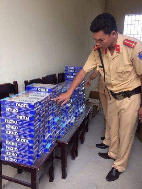 Thanh Hoa: Bat 2.000 goi thuoc Hero lau tren duong di tieu thu - Anh 1