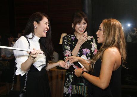 Hari Won than thiet voi dan chi Thanh Ha xoa tin don ran nut tinh cam - Anh 1