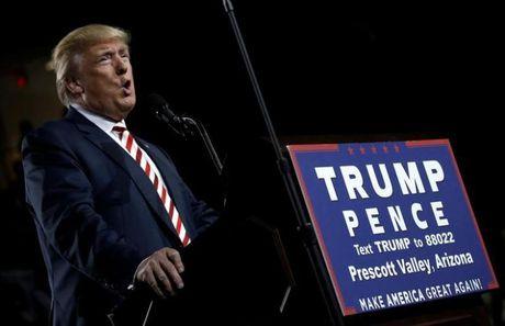 Ong Donald Trump bat ngo chi trich Nga - Anh 1
