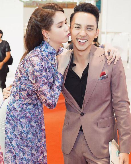 Ngoc Trinh gay thuong nho voi ao dai cua con gai Sai Gon xua - Anh 6