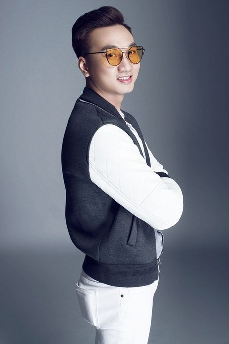 Thanh Trung dang 'lam le' ngoi vi MC dat show truyen hinh - Anh 4