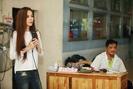 A hau To Quyen tang qua cho 400 nguoi ngheo Soc Trang - Anh 1