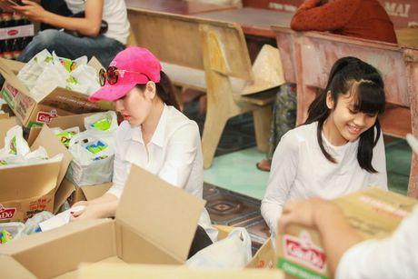 A hau To Quyen tang qua cho 400 nguoi ngheo Soc Trang - Anh 2