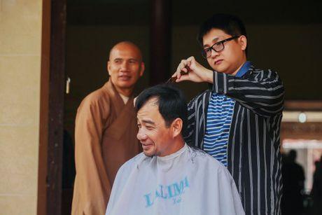 A hau To Quyen tang qua cho 400 nguoi ngheo Soc Trang - Anh 3