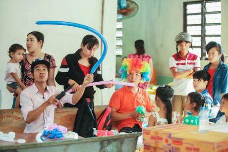 A hau To Quyen tang qua cho 400 nguoi ngheo Soc Trang - Anh 6