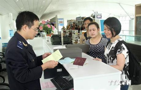 Dinh muc moi doi voi hanh ly nhap canh duoc mien thue - Anh 1