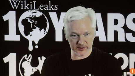 Ong trum WikiLeaks doa phoi bay nhieu bi mat truoc bau cu My - Anh 1