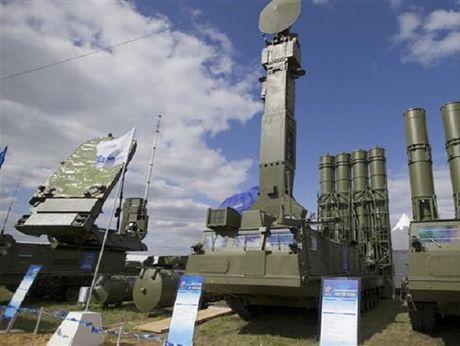 Nga xac nhan trien khai he thong phong khong 'rong lua' S-300 den Syria - Anh 1