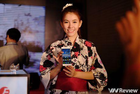 FreeTel ra mat 5 smartphone gia re, co mau nap gap - Anh 13