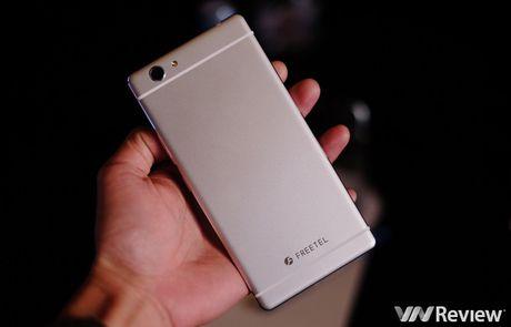 FreeTel ra mat 5 smartphone gia re, co mau nap gap - Anh 9