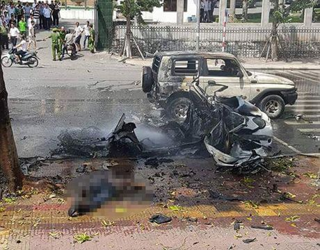 Toan canh vu no xe taxi, 2 nguoi tu vong o Quang Ninh - Anh 2