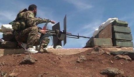 Video chien su: Quan doi Syria tan cong du doi dong Aleppo - Anh 1