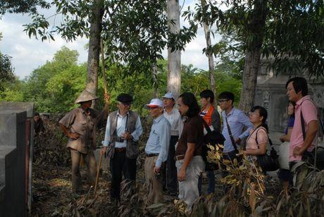 Tham do khao co noi nghi co dau tich lang mo vua Quang Trung - Anh 1