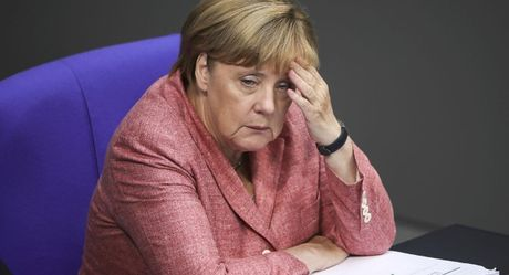 'Thu tuong Merkel lam cho Duc co lap hoan toan' - Anh 1