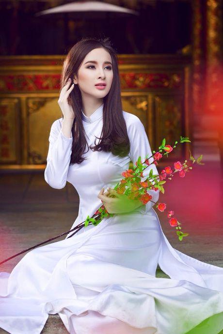 Le Ha dien ao dai trang dep thuot tha ben dan my nhan Viet trong hop bao phim - Anh 6