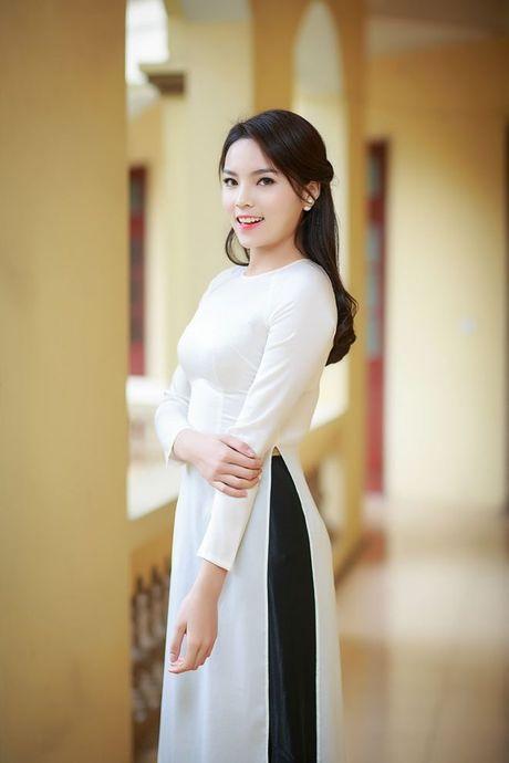 Le Ha dien ao dai trang dep thuot tha ben dan my nhan Viet trong hop bao phim - Anh 8