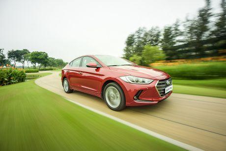 Hyundai Elantra va Kia Cerato: Cuoc dua giua nhung 'ke bam duoi' - Anh 6