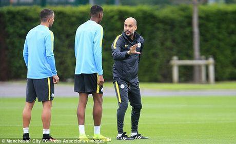 Thua Tottenham, Guardiola 'thiet quan luat' va cam cau thu Man City 'len mang chem gio' - Anh 2
