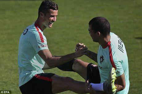 Ronaldo chay het minh tren san tap cung tuyen Bo Dao Nha - Anh 3