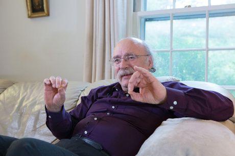 Hanh dong hiem thay cua giao su khi biet tin doat giai Nobel - Anh 1