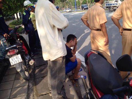 Dam vao cay mot phu nu tu vong tren dai lo Mai Chi Tho - Anh 2
