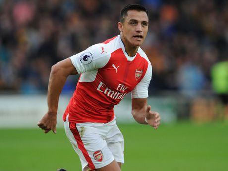 Sanchez da trung phong qua hay, Giroud het co hoi o Arsenal - Anh 1