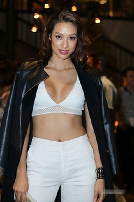 Lily Nguyen 'ru' dan nguoi dep chi dien ao noi y di su kien - Anh 1