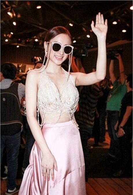 Lily Nguyen 'ru' dan nguoi dep chi dien ao noi y di su kien - Anh 5