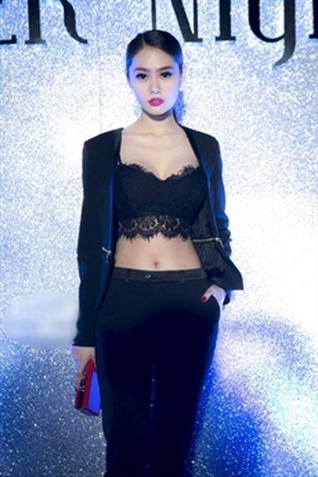 Lily Nguyen 'ru' dan nguoi dep chi dien ao noi y di su kien - Anh 7