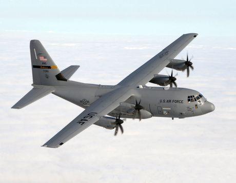 Duc chuan bi trien khai cac may bay quan su C-130J tai Phap - Anh 1