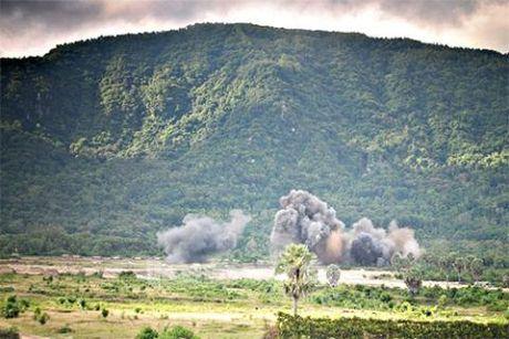 Mat dat rung chuyen truoc don yem tro Su-30MK2 Viet Nam - Anh 1
