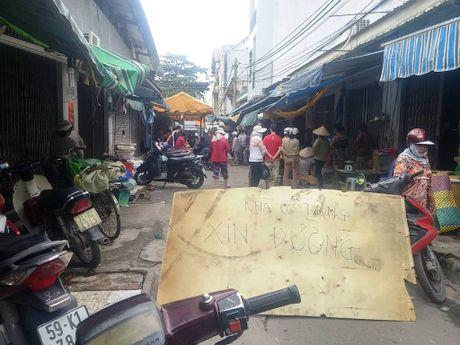 Hon chien 2 phut trong cho o Sai Gon, 4 nguoi thuong vong - Anh 1