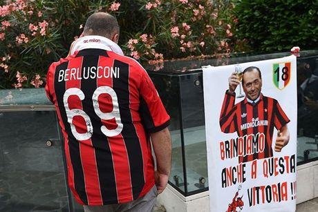 Keisuke Honda vach tran ban chat fan AC Milan - Anh 1