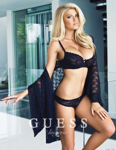 Charlotte McKinney - fan nu Chelsea tung anh nong, 'dot mat' nguoi xem - Anh 3