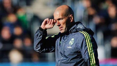 Zidane chi con 4 sao Real de tap luyen cung - Anh 1